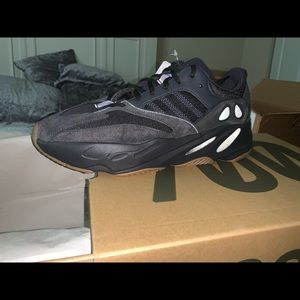 Utility black yeezys 100% authentic